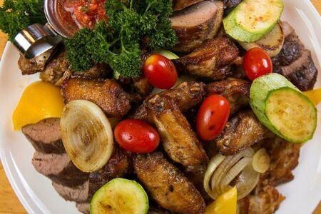 Гриль-микс мясной с овощами на компанию