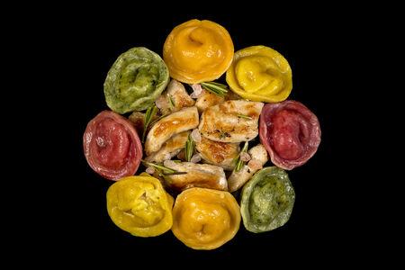 Пельмени ручной лепки цветные с курицей КолорПели