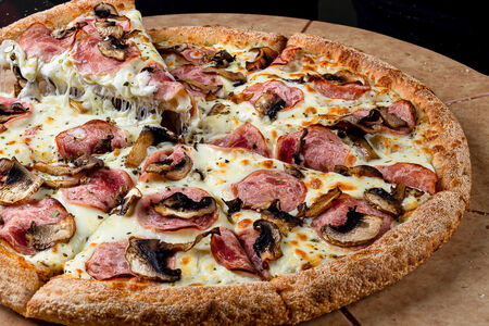 Пицца Под грибами