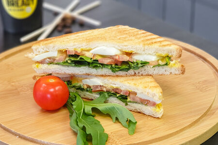 Сэндвич с рукколой и адыгейским сыром