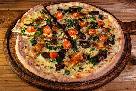 Пицца с белыми грибами и шпинатом