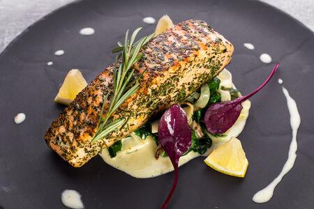 Филе лосося со шпинатом и фенхелем
