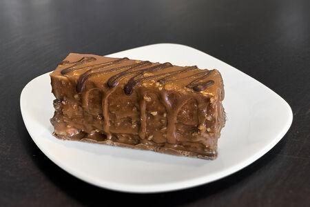 Торт Хрустящий шоколадный с фундуком