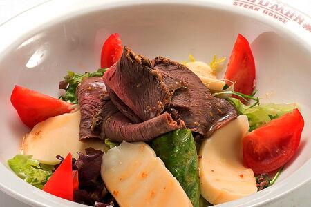 Салат с ростбифом и сыром