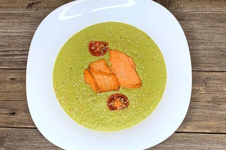 Крем-суп с лососем и брокколи
