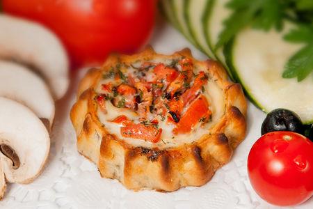Перепечки с томатом и базиликом
