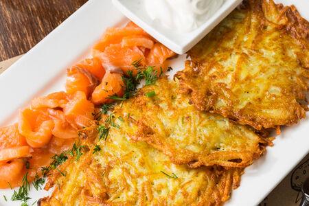 Картофельные драники с лососем шеф-посола