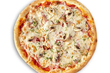Пицца с курицей, шампиньонами, ветчиной