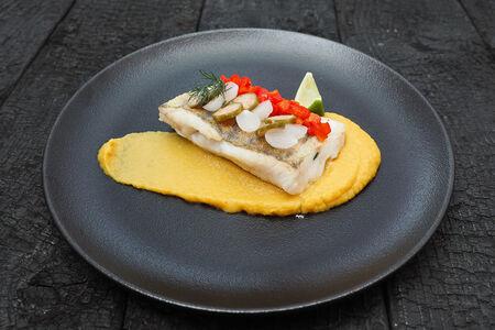 Филе судака со стумпом из желтой паприки