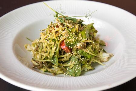 Салат из огуречной лапши