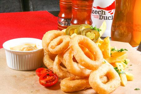 Кольца кальмаров с сырным соусом