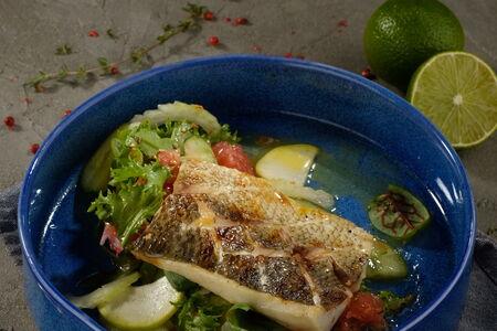 Муксун с овощным салатом