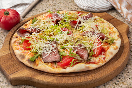 Пицца с ростбифом и томатами