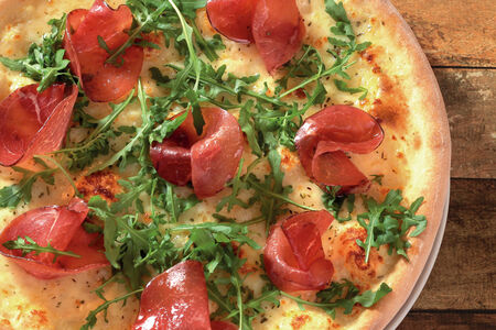 Пицца Бреазола и руккола