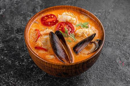 Суп Том Ям с креветкой и черноморскими мидиями