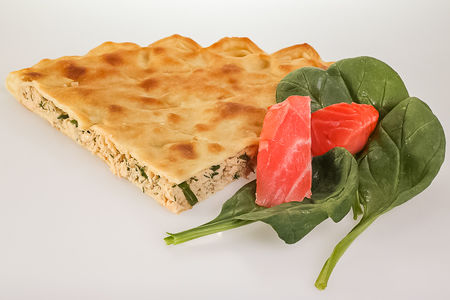 Пирог с лососем и шпинатом