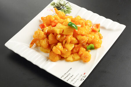 Креветки жареные с ананасом