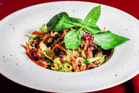 Салат из говяжьей вырезки в азиатском стиле