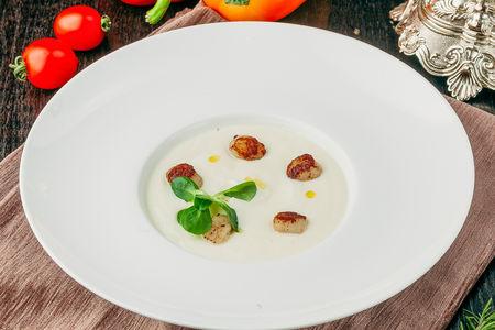 Крем-суп из цветной капусты с гребешками
