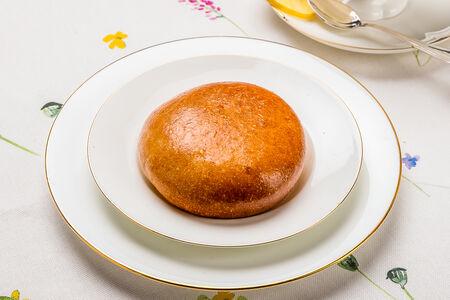 Пирожок с яйцом и зеленым луком