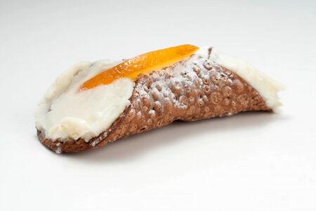 Десерт Канноли по-сицилийски
