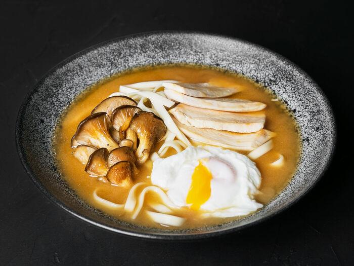 Мисо суп с курицей и лапшой