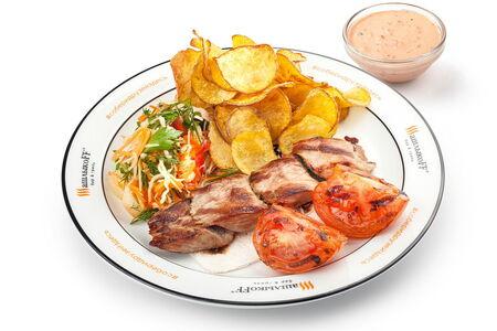 Шашлык из свиной вырезки с томатами жареный картофель