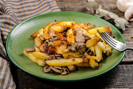 Картофель жареный с шампиньонами