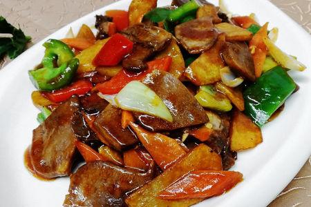 Язык говяжий с овощами