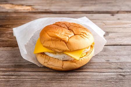 Сэндвич яйцо и сыр