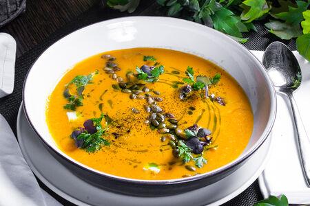 Тыквенный крем-суп с ягненком и греческим сыром