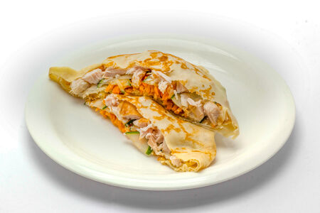 Блинчик с корейской морковкой и курицей
