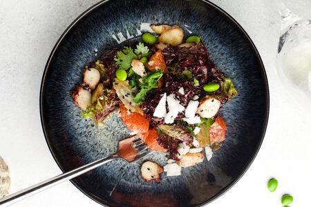 Салат Теплый с осьминогом и грейпфрутом