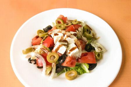 Салат с сыром Фета и оливками