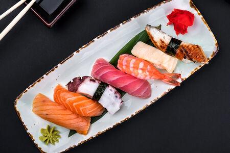 Суши с осьминогом