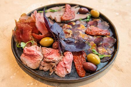 Сет из вяленого и запеченого мяса