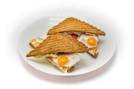 Сэндвич с сыром и перепелиным яйцом