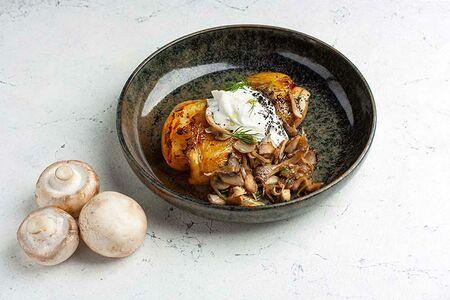 Печеный картофель с жареными шампиньонами и вешенками