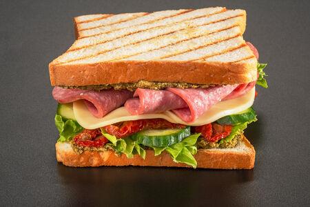 Сэндвич Итальянский с салями