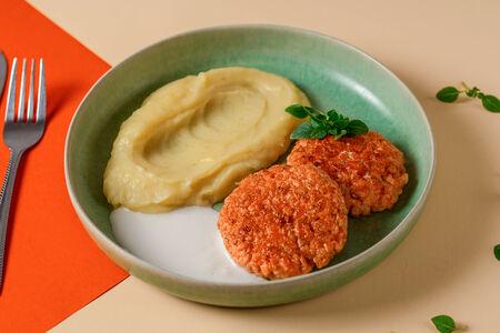 Котлеты из красной рыбы с картофельным пюре