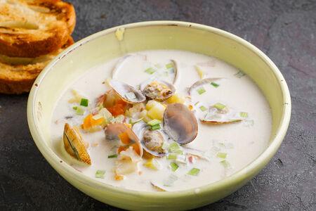 Суп Чаудер с пшеничными тостами