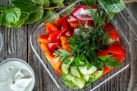 Салат из свежих овощей с оливковым маслом
