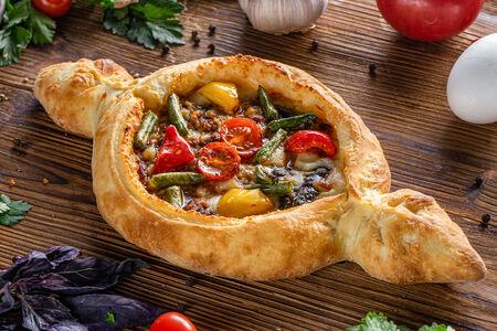 Хачапури Аджарский с овощами