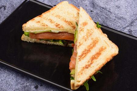 Тост с лососем и сливочным сыром