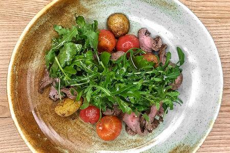 Салат с ростбифом и картофелем