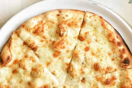 Пицца Четыре сыра на сливочной основе