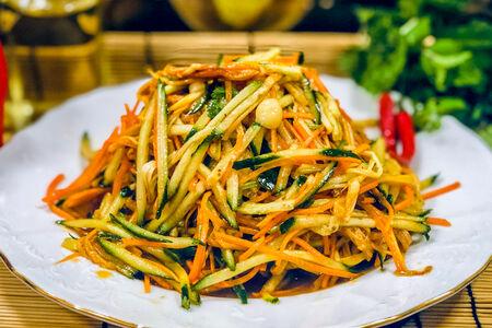 Салат из грибов Золотая нить
