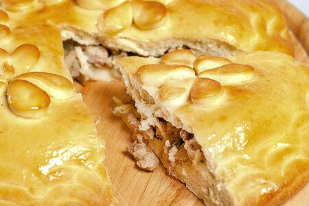Русский домашний пирог с курицей и картофелем