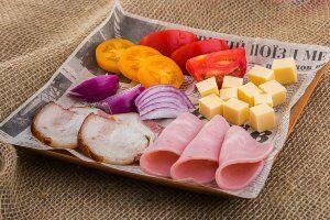 Добавки на выбор: Сало копченое или соленое, бекон, ветчина, сыр, помидор, лук репчатый