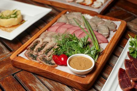 Нарезка Баварская из мясных деликатесов